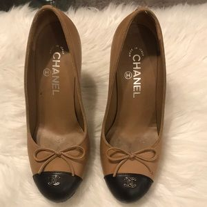 Chanel two toned pumps